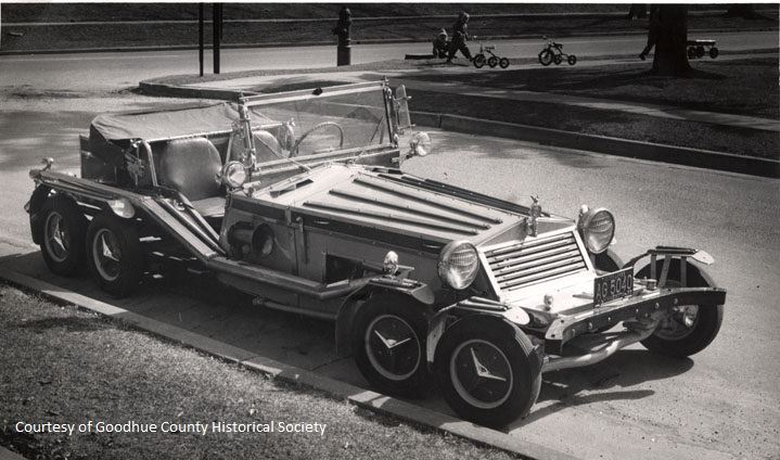 Eight-Wheeled Car in 1920s